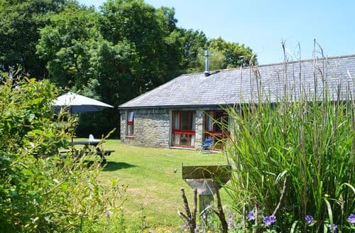 Last Minute Cottages - Luxury Camelford Barn S8043