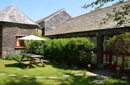 Last Minute Cottages - Superb Camelford Barn S8037