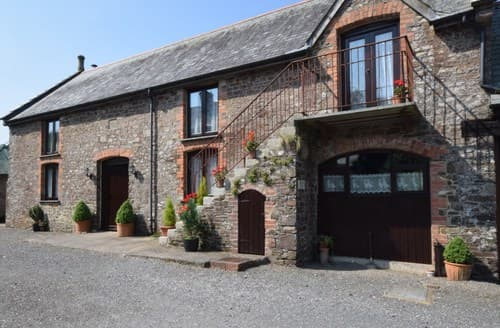 Last Minute Cottages - Lovely Umberleigh Barn S8736