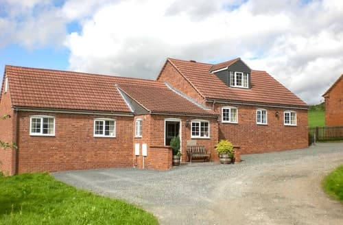 Last Minute Cottages - Cosy Ledbury Barn S77357