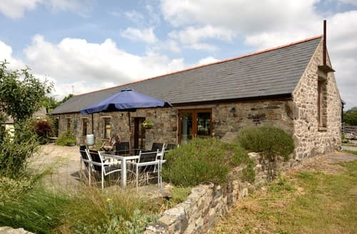 Last Minute Cottages - Inviting Whitland Cottage S70722