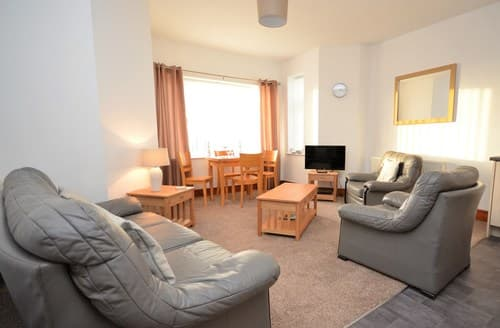 Last Minute Cottages - Beautiful Caernarfon Apartment S78361