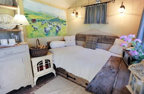 Dog Friendly Cottages - Excellent York Barn S81759