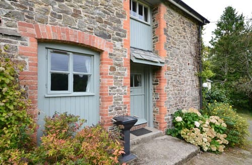 Last Minute Cottages - Attractive Holsworthy Apartment S8176