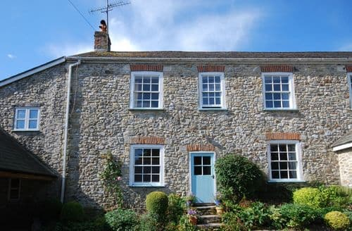 Last Minute Cottages - Charming Lyme Regis Cottage S8403