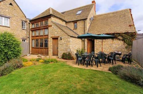 Last Minute Cottages - Quaint Witney Barn S77318