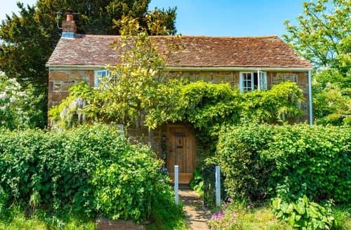 Last Minute Cottages - Wonderful Newport Cottage S104277