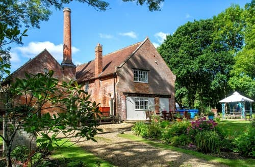 Last Minute Cottages - Quaint Brockenhurst House S85826