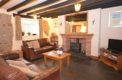Last Minute Cottages - Wonderful Combe Martin Cottage S8096