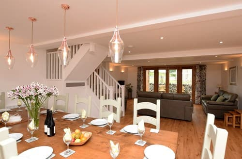 Last Minute Cottages - Wonderful Buxton Barn S75559