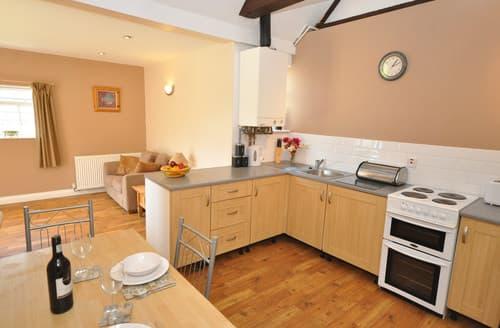 Last Minute Cottages - Gorgeous Highbridge Wing S8700