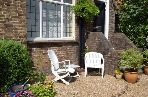 Last Minute Cottages - Captivating Eastbourne Apartment S100850