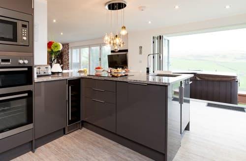 Last Minute Cottages - Quaint Woolacombe Apartment S80362