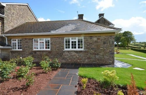 Last Minute Cottages - Stunning  Bungalow S12606