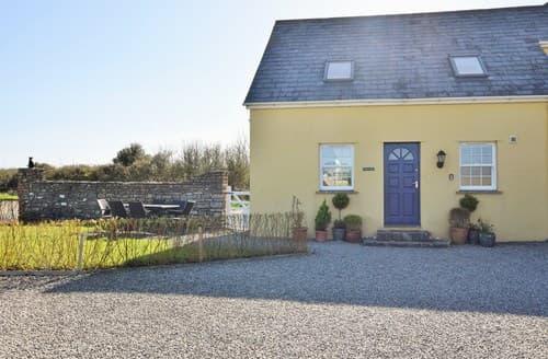 Last Minute Cottages - Tasteful Bridgend Wing S96912