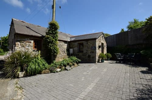 Last Minute Cottages - Excellent Hayle Barn S7736