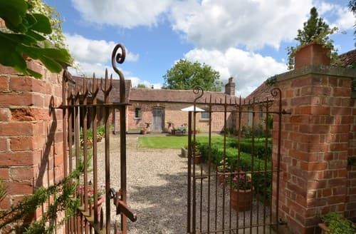 Last Minute Cottages - Luxury Gloucester Cottage S70665