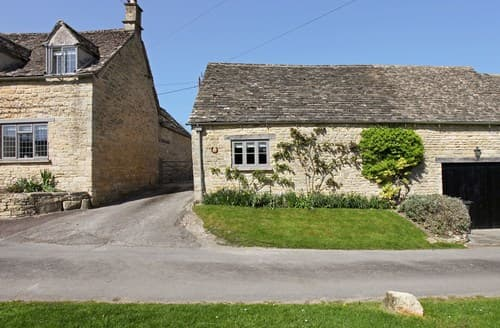 Last Minute Cottages - Superb Burford Barn S84486