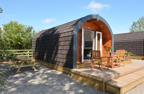 Last Minute Cottages - Inviting Carlisle Log Cabin S97127