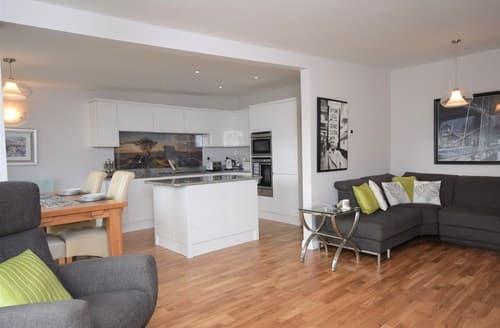 Last Minute Cottages - Splendid Ilfracombe Apartment S8627