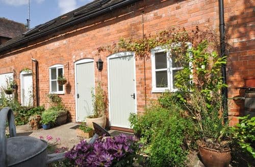Last Minute Cottages - Tasteful Tewkesbury Cottage S9339