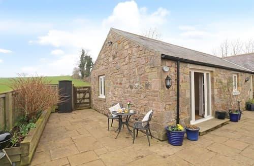 Last Minute Cottages - Delightful Lucker Cottage S98034