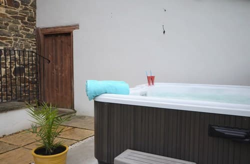 Last Minute Cottages - Cosy Crediton Barn S8137