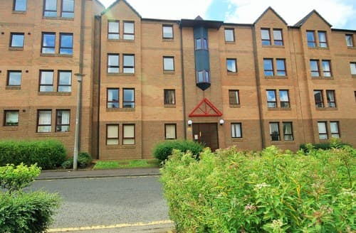 Last Minute Cottages - Cosy Edinburgh Apartment S7273