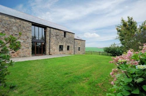 Last Minute Cottages - Excellent Par Barn S8786