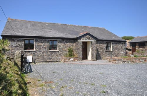 Last Minute Cottages - Lovely Camelford Barn S8680