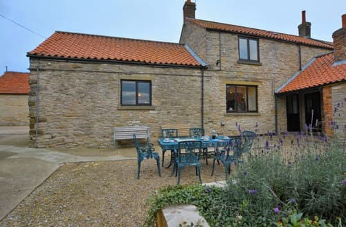 Last Minute Cottages - Beautiful Old Byland Barn S9052