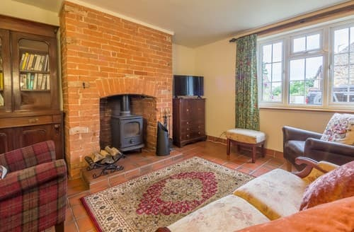 Last Minute Cottages - Charming Helhoughton Cottage S114573