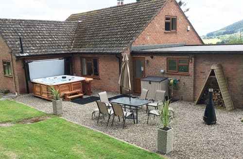 Big Cottages - Cosy Worcester Bungalow S41323