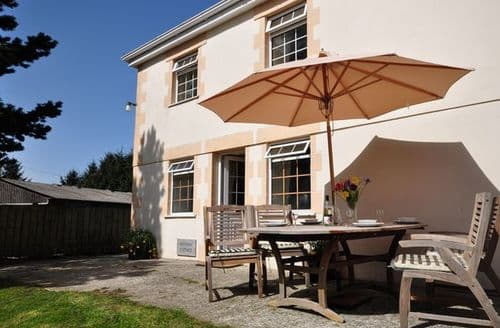 Last Minute Cottages - Luxury Launceston Wing S8858