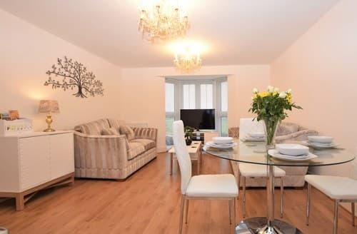 Last Minute Cottages - Delightful Llanelli Apartment S96871
