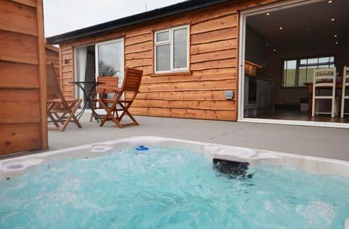Last Minute Cottages - Stunning Bideford Log Cabin S44177