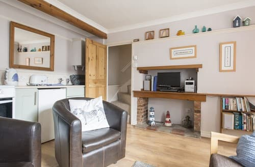 Last Minute Cottages - Attractive Wells Next The Sea Apartment S114581