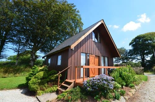 Last Minute Cottages - Delightful Launceston Log Cabin S8062