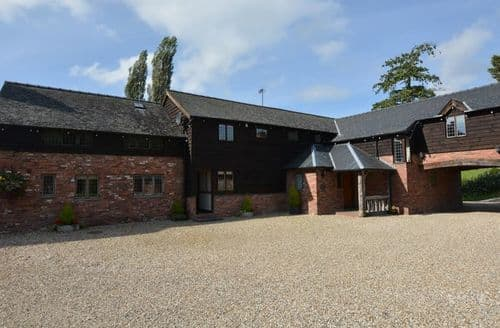 Last Minute Cottages - Captivating Newtown Barn S13199