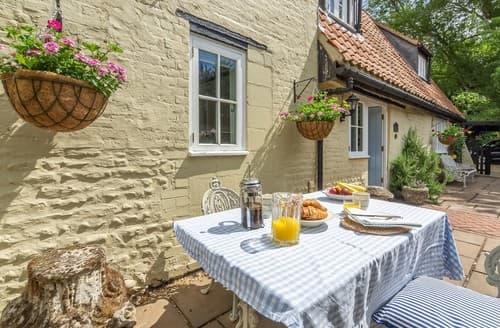 Last Minute Cottages - Lovely Little Walsingham Cottage S114591
