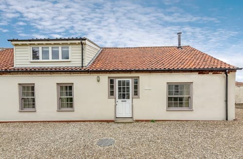 Last Minute Cottages - Delightful Burnham Overy Staithe Cottage S114596