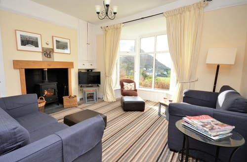 Last Minute Cottages - Cosy Fairbourne House S49590