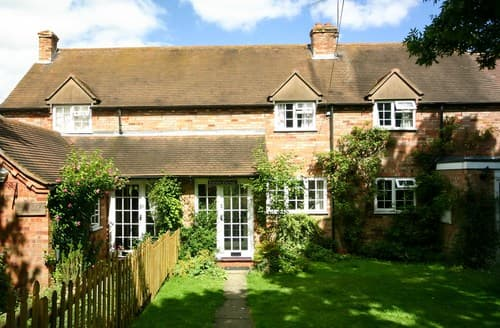 Last Minute Cottages - Cosy Moreton In Marsh Cottage S77311