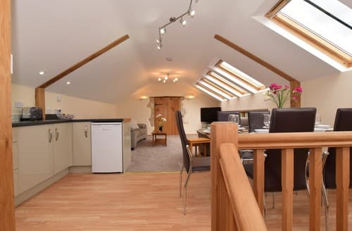 Last Minute Cottages - Inviting Axminster Barn S60158