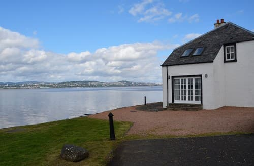 Last Minute Cottages - Charming Newport  On  Tay House S7298