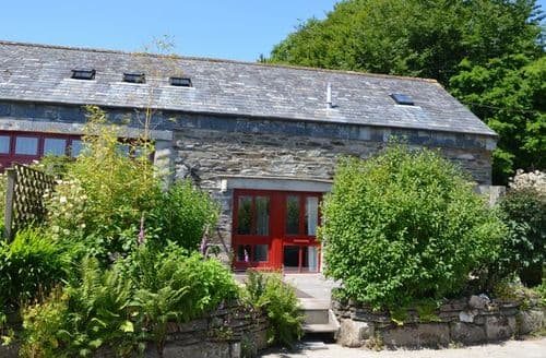 Last Minute Cottages - Attractive Camelford Barn S8052