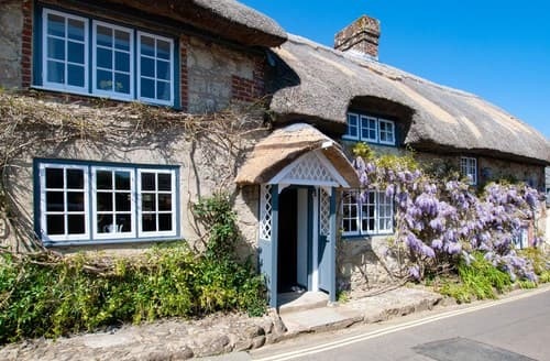 Last Minute Cottages - Cosy Godshill Cottage S101501