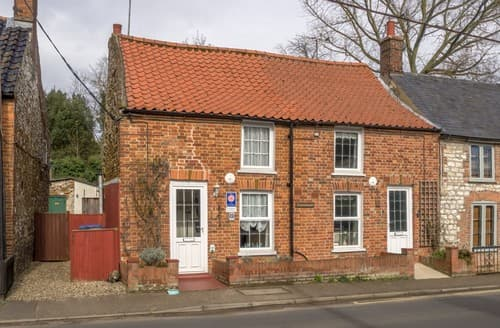 Last Minute Cottages - Luxury Sedgeford Cottage S114621