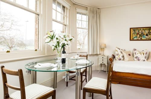 Last Minute Cottages - Beautiful Eastbourne Apartment S89425