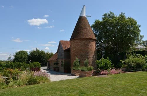 Last Minute Cottages - Charming Hurst Green House S72430